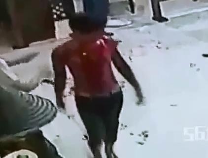 Sangrienta Pelea de Cocineros contra Clientes.