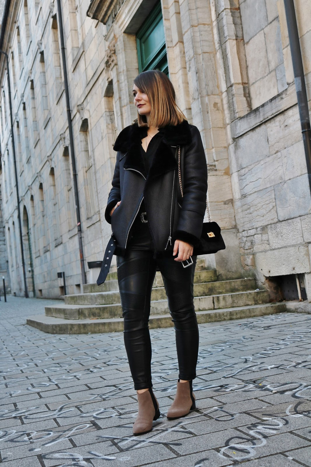 pauline-dress-blog-mode-deco-lifestyle-besancon-doubs-franche-comte-est-fille-blogueuse-tenue-look-outfit-ootd-bombardier-noir-total-look-chelsea-boots-beiges-h&m-pimkie-shein
