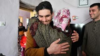 """إدلب.. هجمات النظام السوري تطال منزل عائلة """"بطل"""" زلزال ألازيغ التركية"""