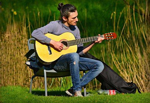 cowok bisa main gitar lebih romantis