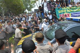 Demo Warga di Karimun Ricuh, Pihak Syiah Provokasi dengan Perkataan Kotor Dibalik Tembok
