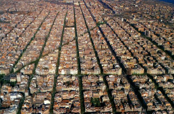 Los Ensanches Burgueses en España    Mecanismos de exclusión social   Crecimiento Urbano de Barcelona por Ildefonso Cerdá