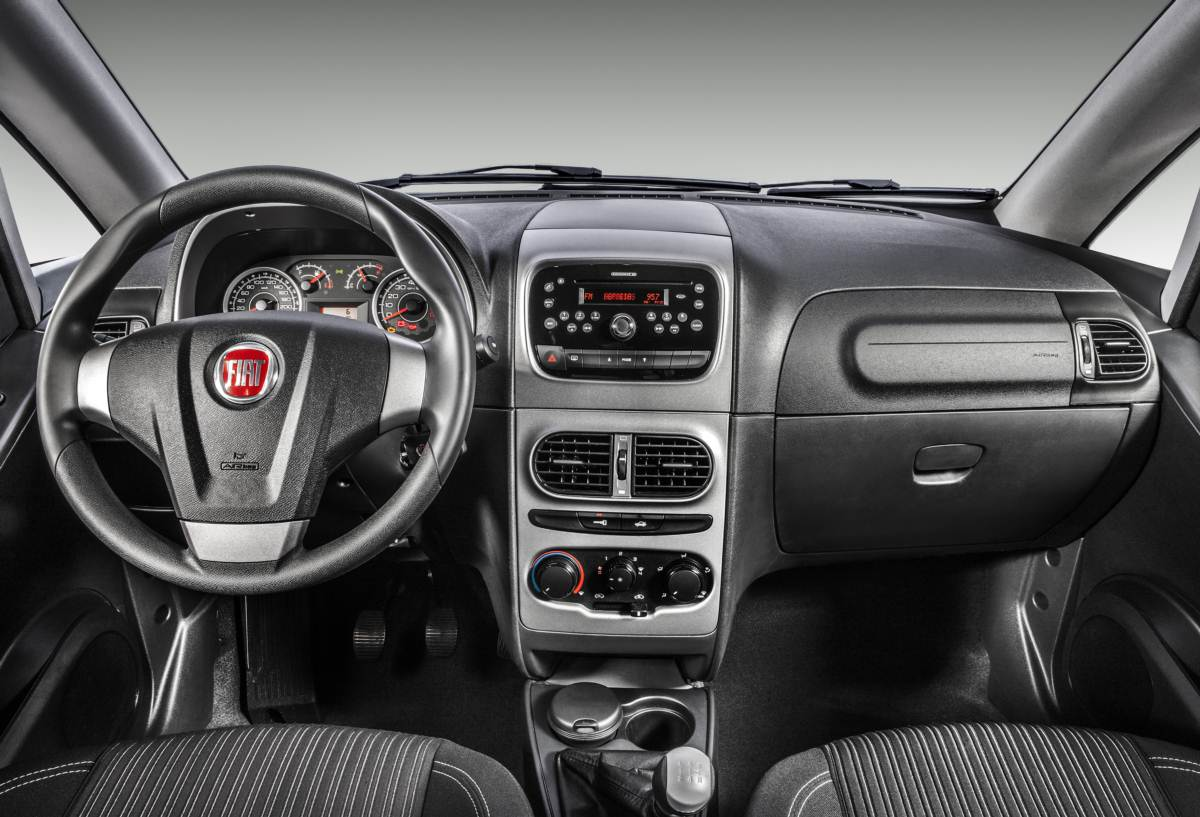 Fiat promove mudan as na idea para a linha 2014 car blog br for Precio fiat idea essence 2014
