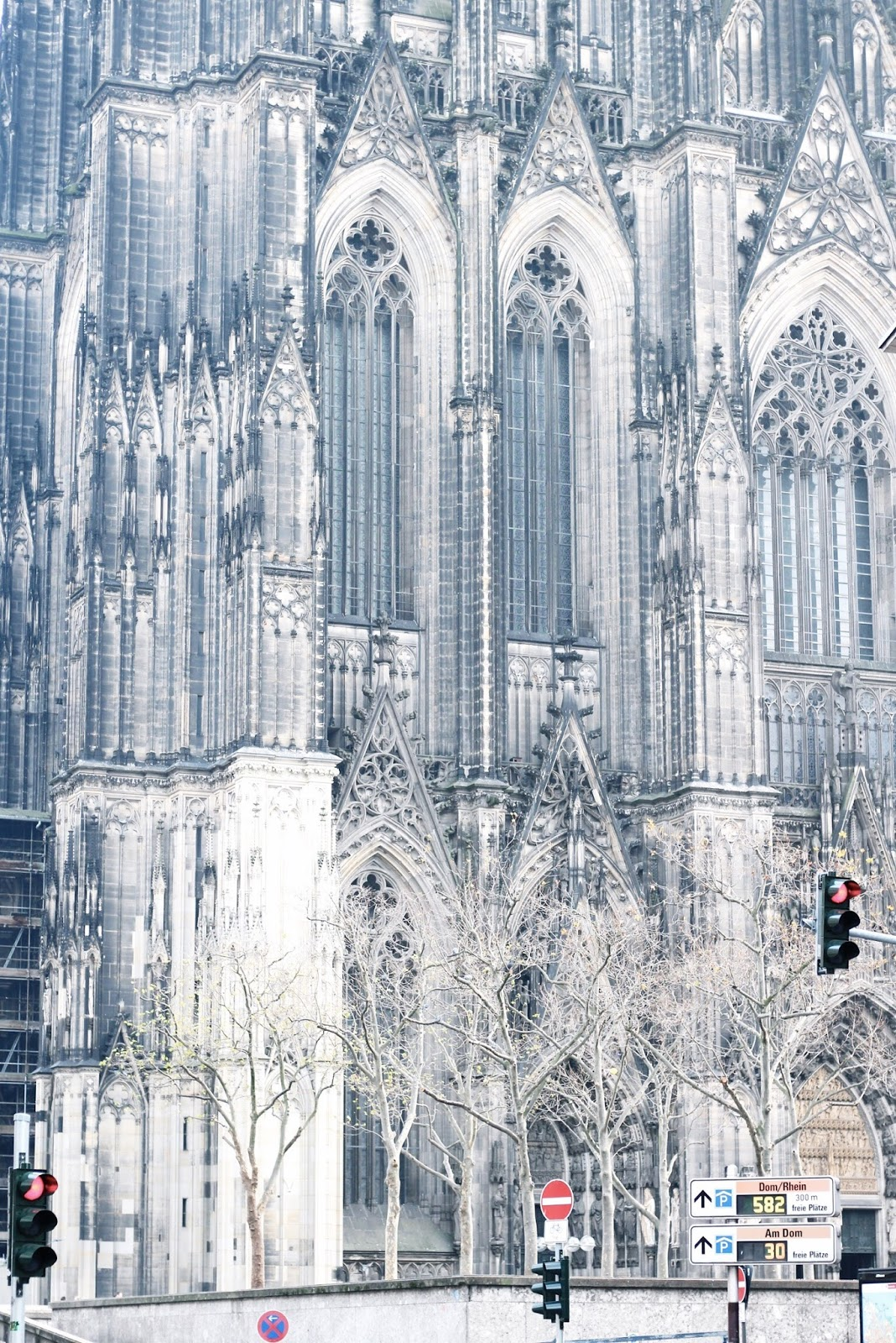 Kölner Dom Cologne Cathedral in winter