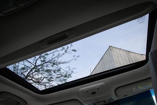 Novo Toyota Corolla Híbrido 2020 - interior - teto solar