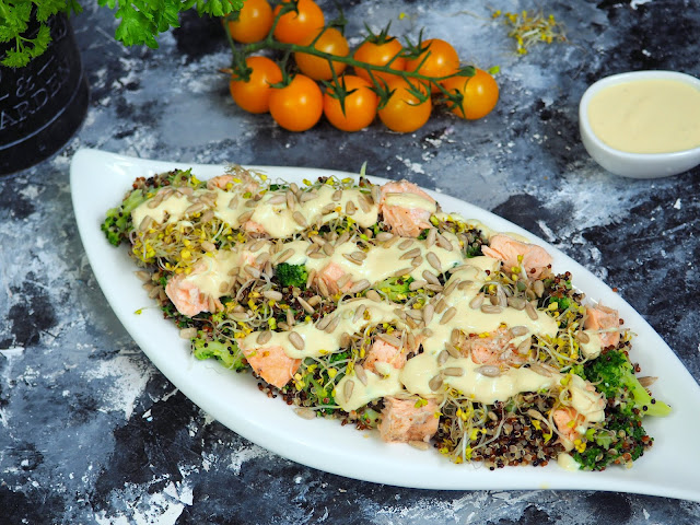 Fit sałatka z komosy ryżowej z łososiem
