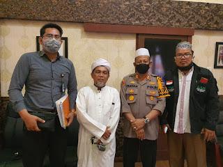 KapolresPelabuhan Belawan bersama Ketua FUI Sumut.