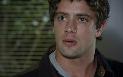 Rodrigo (Rafael Cardoso) não aceitará as ofensas da mãe de sua ex-namorada em A Vida da Gente