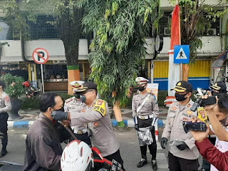 Tuntas Tangani Warga Terdampak Covid 19, Dua Perwira Polisi Terima Reward