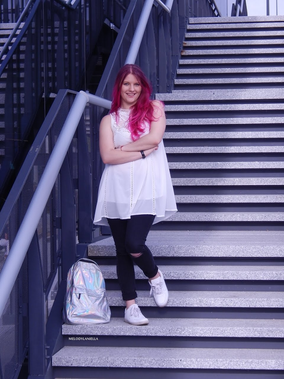 9 holograficzny plecak betterlook.pl farby venita różowe włosy jak pofarbować włosy kolorowe włosy ombre pink hair paul rich watches zegarek czarne jeansy z dziurami modna polka lookbook