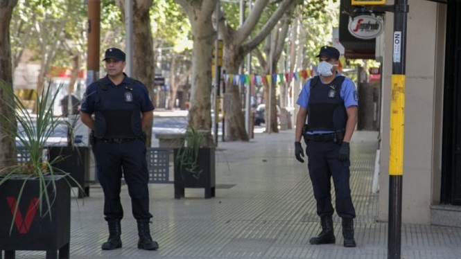 Más de 50 instituciones le piden a Suarez que mantenga las restricciones de circulación