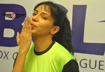Rozlyn Khan, Actress Rozlyn Khan, Keep Distance, Mumbai Tigers, BCL, Box Cricket League