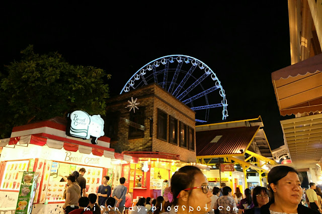 asiatique the riverfront bangkok at night