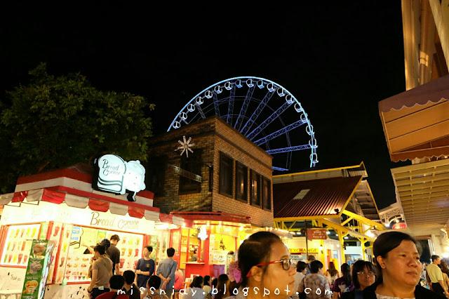 asiatique the riverfront bangkok at night