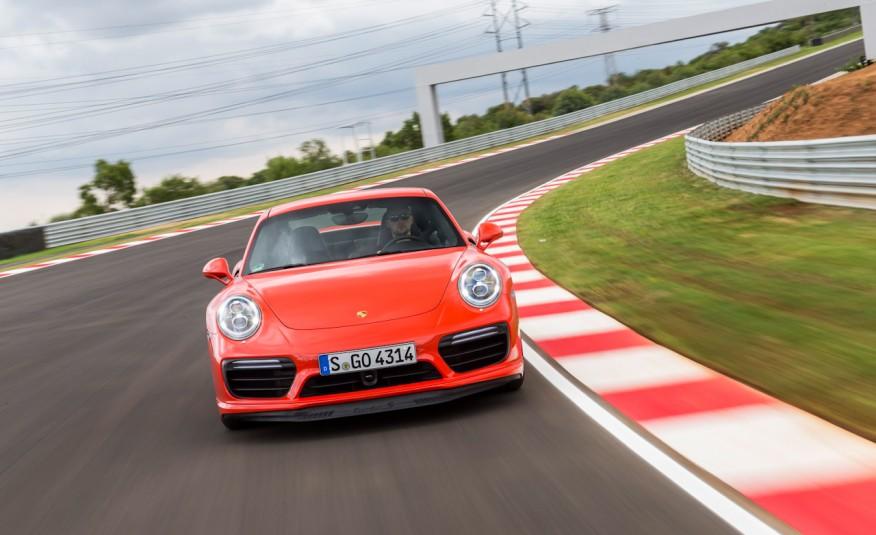 Porsche 911 là dòng xe đua huyền thoại của Porsche