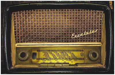 Vanha radio - ehkäpä juuri sieltä sota-ajalta.