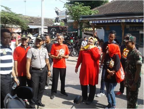 Kodim Sragen - Belanja Bareng Bupati Sragen Di Pasar Rakyat Sukodono