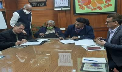 TRIFED-sign-MoU-with-Akhil-Bhartiya-Vanvasi-Kalyan-Ashram