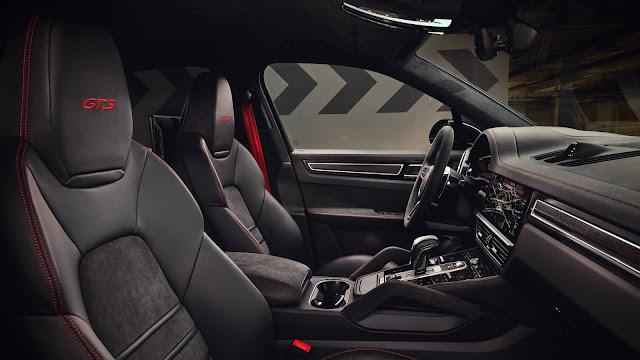 Novo Porsche Cayenne GTS 2021 Cupê - interior