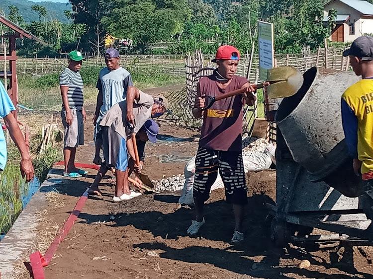 Warga Desa Mpuri merasa gembira Jalan Tani Dam Keru I doicor beton