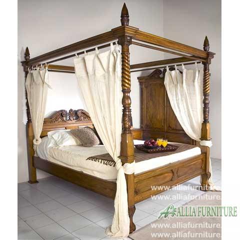 tempat tidur model kanopi ukiran sayap