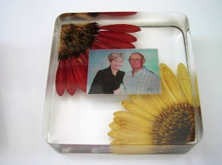 Paperweight for funeral flowers
