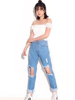 8. Celana Jeans Wanita Sobek