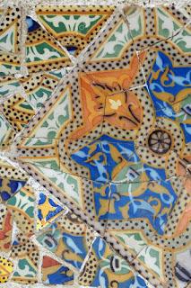 Trencadís básico de color ideado por Gaudí