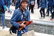 Sisi Lain Demo di Gedung DPRD NTB, Dari Promosi Usaha Sampai Bawa Ayam Jantan