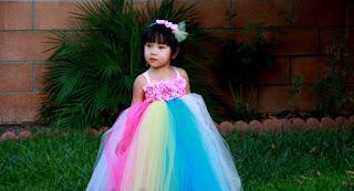 Niñá vestida de princesa