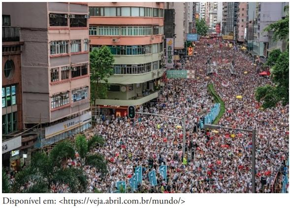 FDSBC 2020: A foto acima registra manifestantes que marcham pelas ruas de Hong Kong em 09/06/2019 – a recente onda de protestos é a mais intensa desde 1997.