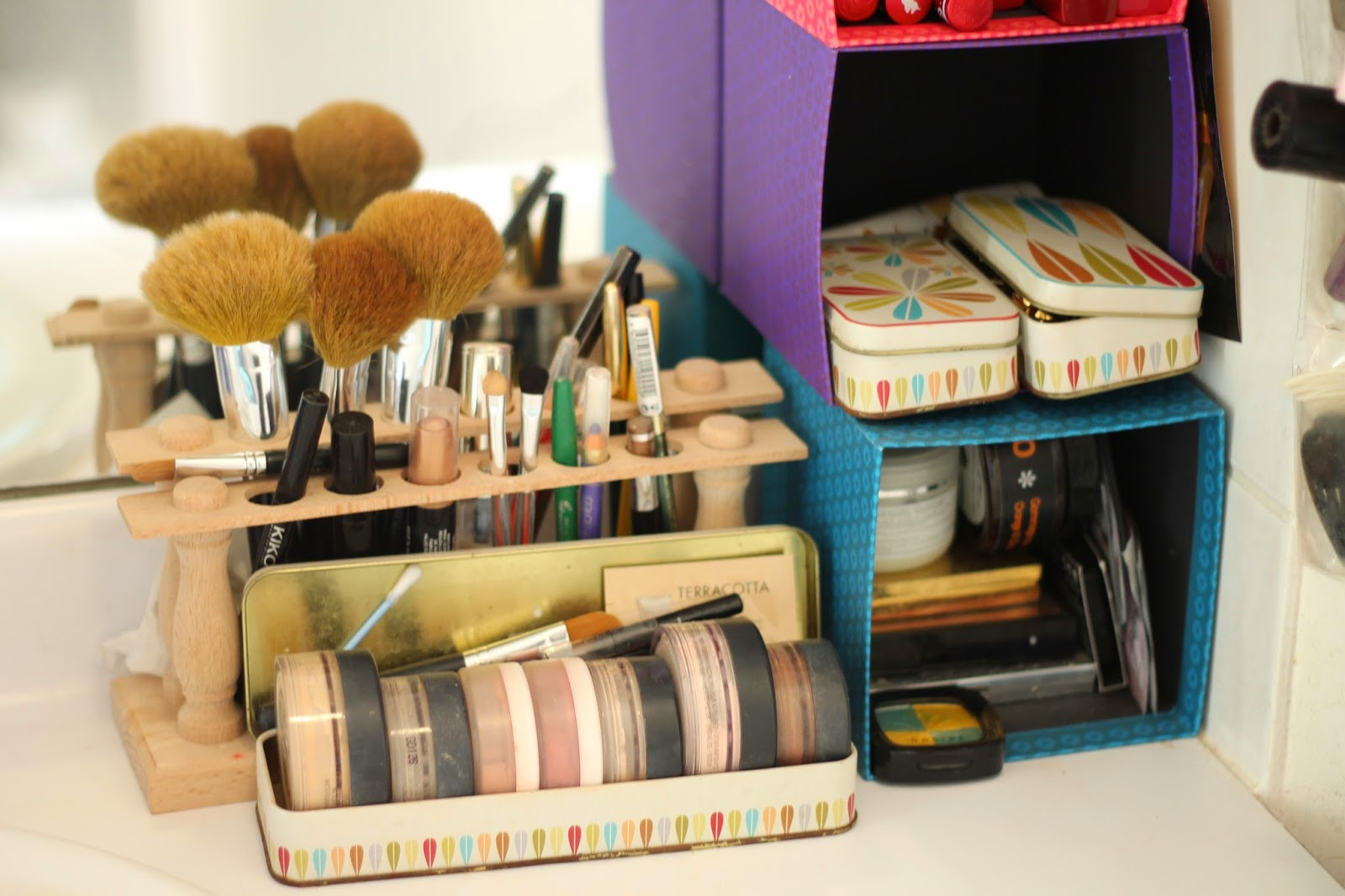 deco salle de bain comment recycler ses objets usuels. Black Bedroom Furniture Sets. Home Design Ideas