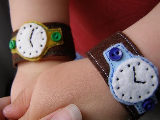 Brazaletes de fieltro para ni os mam nen maternidad - Manualidades relojes infantiles ...