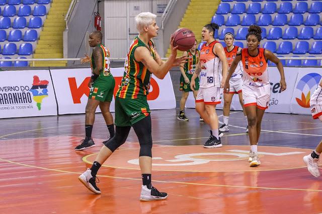 Com um duplo-duplo, a pivô Nádia Colhado foi a MVP da partida
