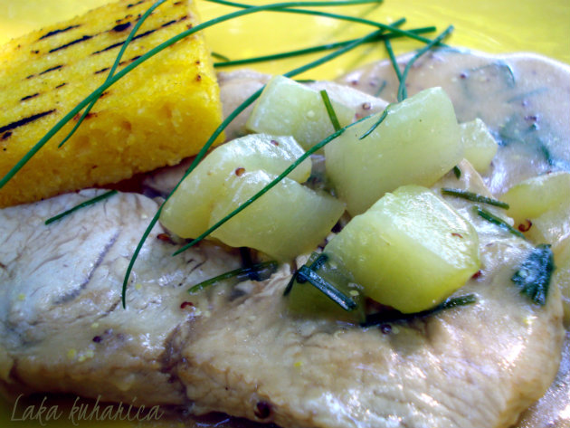 Turkey, cucumber and vermouth sauté with grilled polenta by Laka kuharica: super fast meal.
