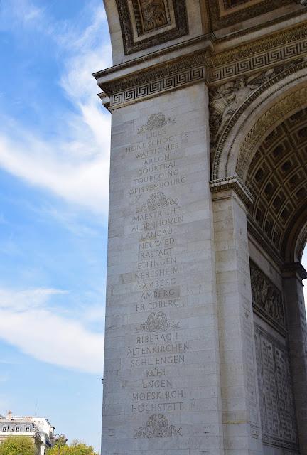 Paryż w pigułce #7 - L'Arc de triomphe - zdjęcie 2 - Francuski przy kawie
