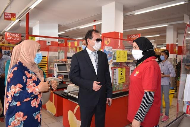 والي المهدية يؤدي زيارة رقابية فجئية لعدد من المقاهي والمحلات والفضاءات التجارية