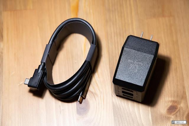 【開箱】完美替代 Switch 原廠底座,電玩酒吧 GAME'NIR DOCK CHARGER - 產品貼心隨附一條 USB-C 充電線