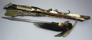 Senjata-adat-tradisional-Mandau-suku-dayak-provinsi-kalimantan-tengah