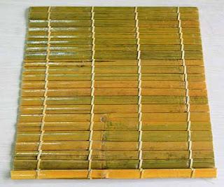 Mành trúc tự nhiên thường được đan bằng dây dù.