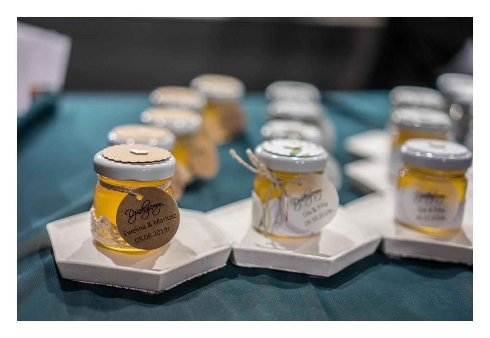 18 OFF WEDDING - Alternatywne Targi ślubne papeteria. biżuteria ślubna, dodatki ślubne, boho dekoracje , kwiaty na ślub i wesele, warszawa, łódź, romantczne, naturalne, nietypowe miód dla gości weselnych