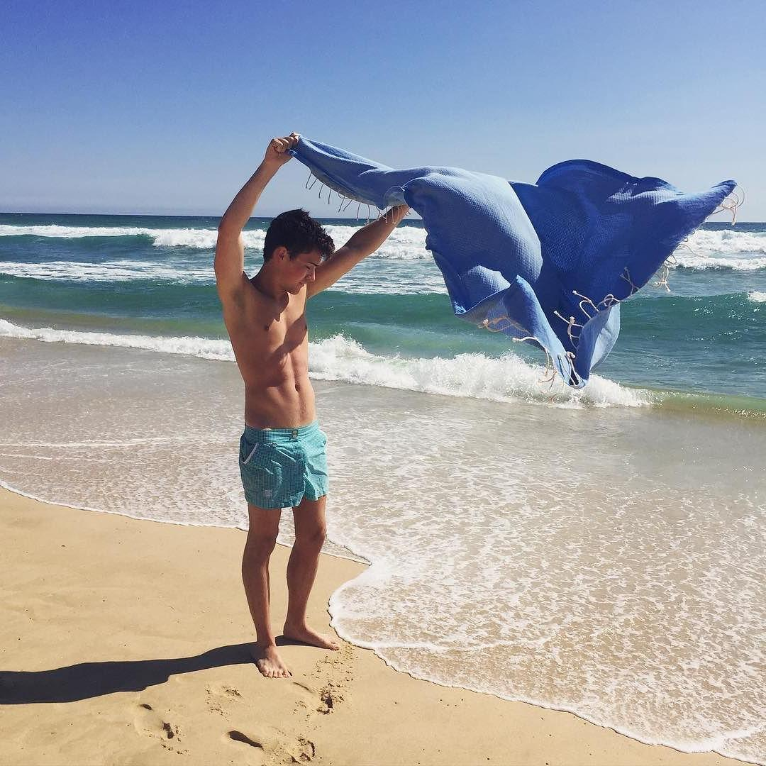 cute-shirtless-gay-twink-beach-relaxation