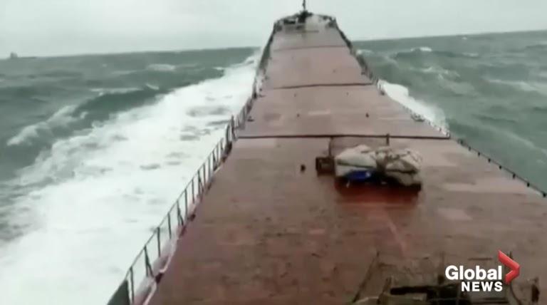 Vídeo aterrador muestra cómo un buque de carga se parte por la mitad frente a Turquía