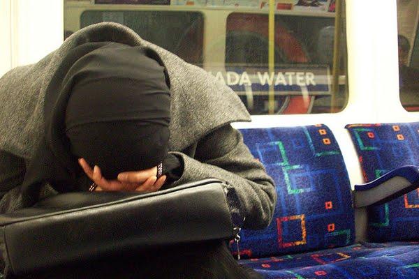 Daripada Tidur, 5 Kegiatan Ini Bisa Kamu Lakukan Sehabis Solat Subuh