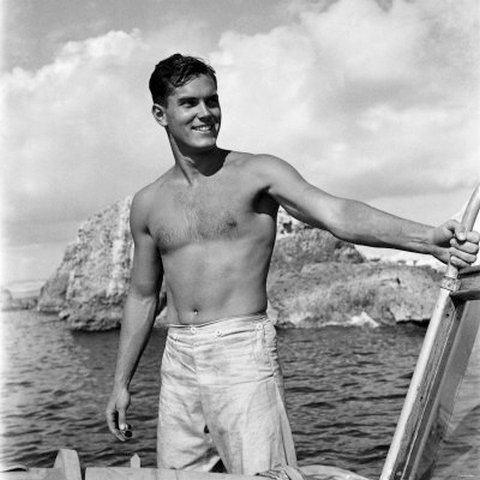 c3a48fbe27 Jeffrey Hunter for the Movie: Sailor of The King, 1952 | BlueisKewl
