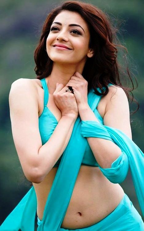 Kajal hot navel show in saree image - Telugu heroines wallpapers download