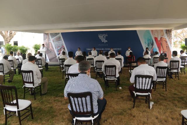 Jorge Moreno González toma protesta como presidente de Canaive Yucatán