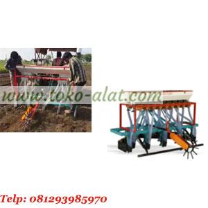 Mesin penanam jagung (traktor)