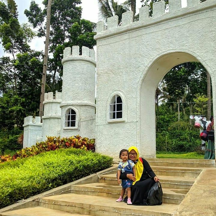 Tempat Wisata Paling Favorit Banyuwangi Akbar Zoo