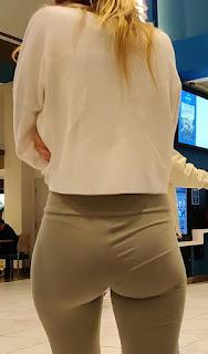 Mujeres cola redonda ropa pegada